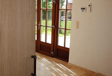 houten schuifdeur naar tuinkamer