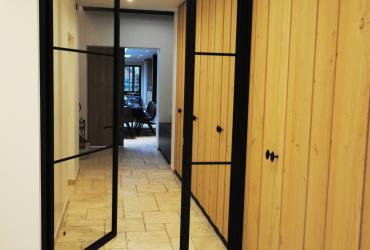 deur in smeedwerk ongelijk verdeeld