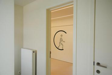 deur tussen wachtruimte en praktijk