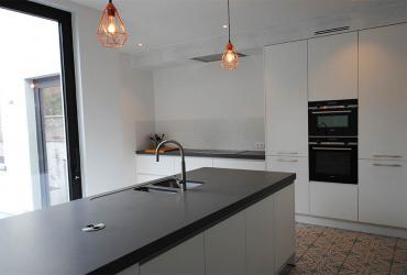 moderne keuken in herenhuis