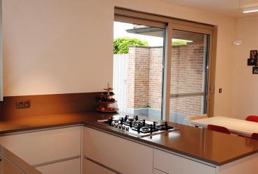 U-keuken met composiet werkblad
