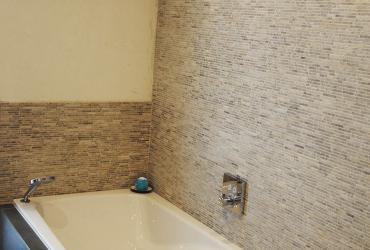bad met natuursteen mozaiek