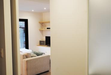 pivoterende deur tussen inkomhal en leefruimte