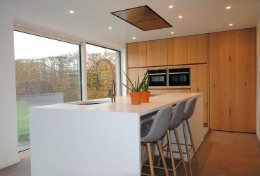 keuken met tuinzicht