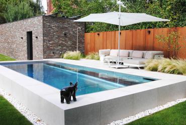 terrasafwerking en gevelafwerking aan zwembad